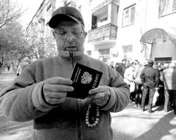 Необходимость присяги для граждан по рождению при получении паспорта – вопрос дискуссионный (фото: Павлишак Алексей/ТАСС)