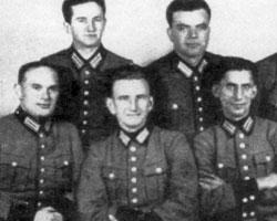 Роман Шухевич (на фото - второй в нижнем ряду) не сотрудничал с нацистами, уверяют в Киеве<br>(фото:wikipedia.org)