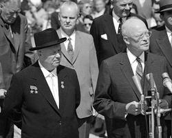 Никита Хрущев и Дуайт Эйзенхауэр в сентябре 1959 в Вашингтоне (фото: AP/ТАСС)