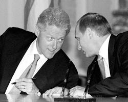 Билл Клинтон и Владимир Путин в июне 2000-го в Москве (фото: Сергей Величкин, Владимир Родионов/ТАСС)