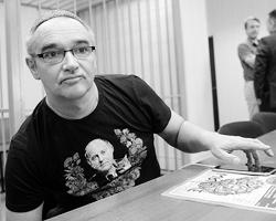 Злорадствующих и торжествующих по поводу смерти Носика меньше не стало(фото: Кирилл Каллиников/РИА Новости)