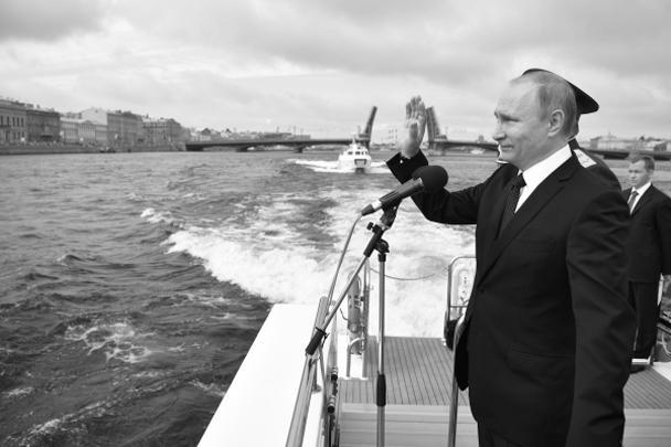 Парад со специального катера принимал президент России