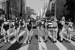 На фото – финалистки ежегодно проходящего в Бразилии конкурса «Мисс Бум-Бум» во время фотосессии на улицах Сан-Паулу. Именно из числа этих девушек будет выбрана обладательница звания носительницы лучших ягодиц страны (фото: Paulo Whitaker/Reuters)
