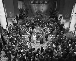 Судя по трейлеру, авторы от души издеваются и над Сталиным, и над другими советскими руководителями, и над СССР в целом (фото: кадр из видео)