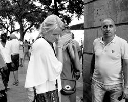 Само по себе случившееся давно не удивляет и даже ужасает уже из чистого приличия (фото: Giannis Papanikos/AP/ТАСС)