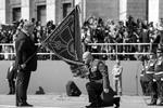 Завершив свою речь, Порошенко провел церемонию вручения боевых знамен частям ВСУ, в том числе участвующим в «АТО» (фото: Михаил Маркив/пресс-служба президента Украины/ТАСС)