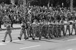 Помимо британских военных, на параде присутствовали делегации из США, Турции, Польши, Литвы, Латвии, Эстонии, а также недавно вступившей в НАТО Черногории  (фото: Gleb Garanich/Reuters)