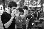 Несколько сотен мусульман собрались 3 сентября в центре Москвы у посольства Мьянмы. Причиной стали сообщения о том, что власти этой страны, по преимуществу буддистской, подвергают преследованиям народ рохинджа, исповедующий ислам (фото: Максим Григорьев/ТАСС)