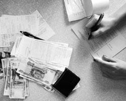 Базовые расходы граждан не покрывает и минимальная зарплата (фото: Михаил Мордасов/РИА Новости)