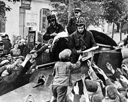 17 сентября 1939 года советские войска пересекли границу Польши и двинулись на запад – навстречу наступающему вермахту (фото:РИА Новости)