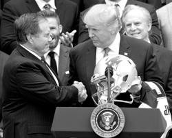 64% американцев согласны с Трампом в его критике футболистов NFL (фото: Ron Sachs/CNP/AdMedia/Global Look Press)
