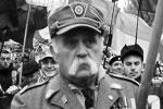 В Киеве в субботу прошел неонацистский «Марш славы героев». Он был приурочен к 75-й годовщине создания Украинской повстанческой армии (УПА), которая несет ответственность за многочисленные военные преступления, в частности за Волынскую резню 1943 года. Этот день официально объявлен Днем защитника Отечества на Украине (фото: Петр Сивков/ТАСС)