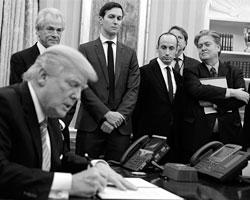 Угрозы бывшего трамповского стратега всеми были восприняты всерьез (фото: Evan Vucci/AP/ТАСС)