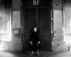 Деды Павленского снесли целую страну, а он в стремлении разыграть вселенскую драму, ударился в элементарную пироманию (фото: Capucine Henry/AP/ТАСС)