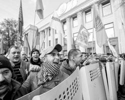 Заваренная каша в значительной степени уже кипит сама собой (фото: Valentyn Ogirenko/Reuters)