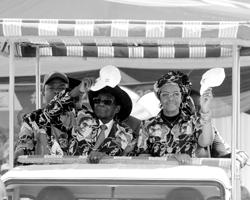 Президент Роберт Мугабе и его «девушка из Бенони» (фото: Xinhua/ZUMA/Global Look Press)
