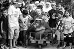 Тигренок Ленлен и орангутан Пакьяо отмечают Рождество в компании 200 сирот и католических монахинь на Филиппинах (фото: Bullit Marquez|/AP/ТАСС)