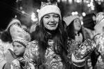 В конце мероприятия его организаторы выбрали самый оригинальный костюм и вручили его хозяйке подарок (фото: Евгения Новоженина/РИА Новости)