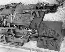 Схема штурмовой винтовки Шмайссера на памятнике Михаилу Калашникову (фото: Михаил Почуев/ТАСС)