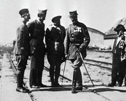 Члены штаба войск французских интервентов во Владивостоке (фото: РИА Новости)