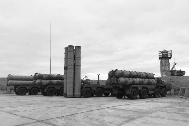 Российские военные подчеркивают, что ЗРК С-400 является оружием защиты. Пресс-секретарь президента России Дмитрий Песков, комментируя размещение комплекса в Крыму, отметил, что это не должно восприниматься как угроза кому-либо, у России есть полное суверенное право на такие меры