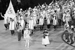 На фото – российские спортсмены, в нейтральной форме и под олимпийским флагом прошедшие во время парада на церемонии открытия XXIII зимних Олимпийских игр в Пхенчхане (Южная Корея) (фото: Валерий Шарифулин/ТАСС)