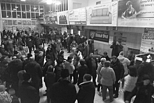 Зал прилета в аэропорту города Орска