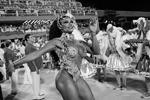 Карнавал в столице Бразилии – крупнейший в мире, отмечается в Книге рекордов Гиннеса. В нем участвуют до 5 млн человек, туристов среди них – менее 10% (фото: Silvia Izquierdo/AP/ТАСС)