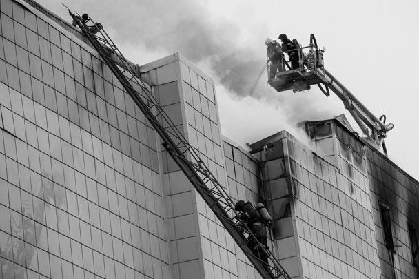 Работы на месте чрезвычайной ситуации организованы в круглосуточном режиме