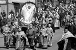 Владивосток. 8 апреля 2018 г. Во время пасхального крестного хода от Покровского кафедрального собора к центральной площади (фото: Юрий Смитюк/ТАСС)