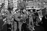 К акциям гражданских активистов присоединились и военнослужащие сирийской армии (фото: Hassan Ammar/AP/ТАСС)