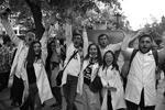 Возглавлявший Армению 10 лет Серж Саргсян подал в отставку на фоне многотысячных протестов оппозиции. Число протестующих в Ереване накануне достигло сотен тысяч, причем к ним примкнули даже военные. Беспорядки перебросились на провинцию. Еще неделю назад власть Саргсяна казалась незыблемой (фото: Асатур Есаянц/РИА «Новости»)
