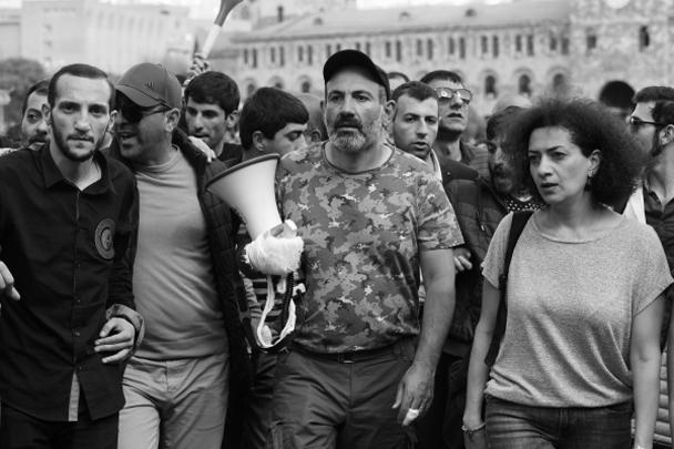 Лидер радикальной оппозиции, депутат парламента Никол Пашинян в понедельник неожиданно оказался победителем