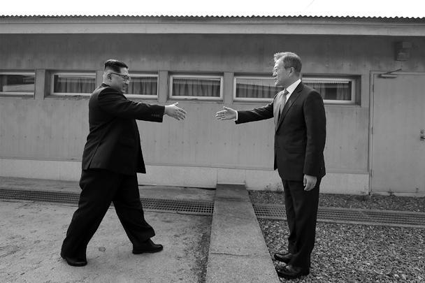 По мнению наблюдателей, Ким Чен Ын и Мун Чже Ин сделали настоящий шаг к миру