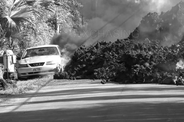 Раскаленная лава продолжает литься из трещин вулкана Килауэа