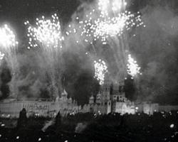 Салют 5 августа 1943 года (фото: РИА Новости)