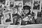 «Бессмертный полк» в Пекине собрал более 400 человек (фото: Артем Иванов/ТАСС)
