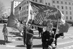 Акция «Бессмертный полк» состоялась в среду в столице Финляндии. Ее участники прошли около двух километров, пронеся флаги и портреты своих родственников (фото: Нина Бурмистрова/ТАСС)