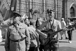 В акции «Бессмертный полк» в Лондоне приняли участие 3,5 тыс. человек (фото: Игорь Броварник/ТАСС)