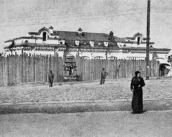 Внутренний (малый) забор, закрывавший дом Ипатьева в момент заключения царской семьи (фото: Public domain)