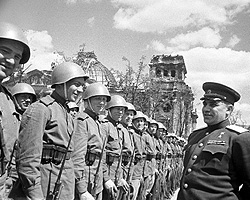 27-я армия, генерал-майор Берзарин (фото: РИА Новости)
