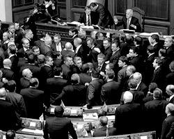 Постоянные скандалы в Раде, блокирование фракциями работы парламента, ссоры и коррупция (фото: Reuters)