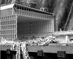Если бы катастрофа на Саяно-Шушенской ГЭС произошла в семидесятых годах прошлого века, спасать людей и отстраивать плотину заново вызвались бы тысячи людей (фото: ИТАР-ТАСС)