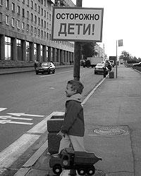 Пластиковые дети не остановили, а наоборот привлекли нарушителей (фото: Андрей Кошелев/ВОА)