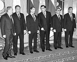 Наряду с активной работой на западном направлении мы должны углублять сотрудничество со странами ЕврАзЭС, ОДКБ, СНГ