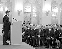 Каждый год высшее руководство всех ветвей российской власти собирается в Мраморном зале 14-го корпуса Кремля (Фото: РИА «Новости»)