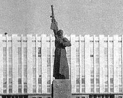 Так выглядел советский памятник (Фото: uzbek.ferghana.ru)