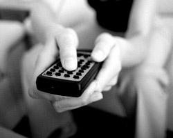 Включите телевизор – сделайте над собой усилие (фото: Getty Images/Fotobank.ru)