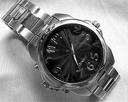 Часы со встроенной камерой − классика шпионских детективов(Фото: microcam.narod.ru)