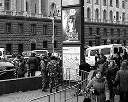 Теракты произошли в метро. Но при этом – на станциях. Почему? (фото: Михаил Стецовский/ВЗГЛЯД)